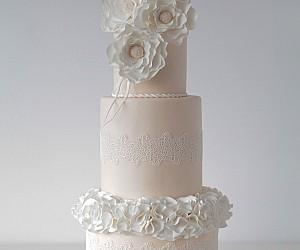 Tort De Nuntă Cu Foiță De Argint Comestibilă